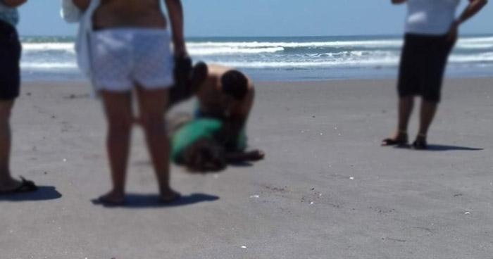 Esposos procedentes de Soyapango murieron ahogados en playa de la Costa del Sol
