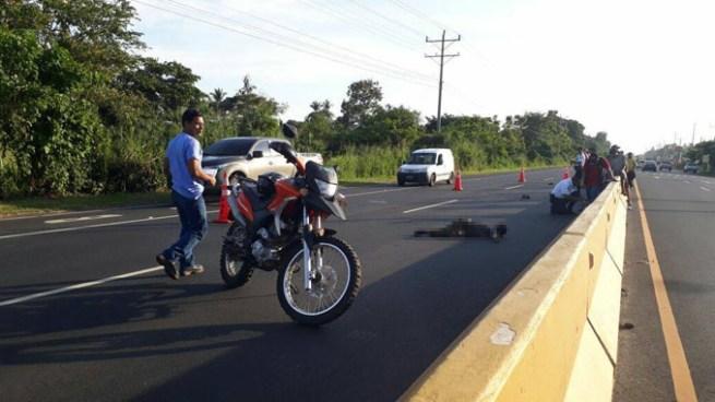 Peatón muere tras ser atropellado por un vehículo sobre la carretera en Sonsonate
