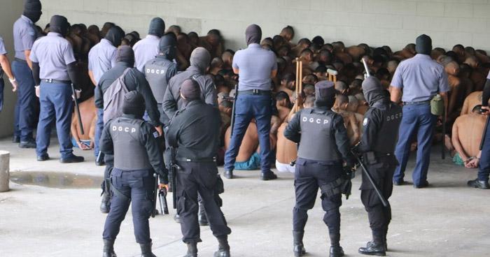 """Decomisan 14 """"wilas"""" tras requisa en el penal de Izalco"""