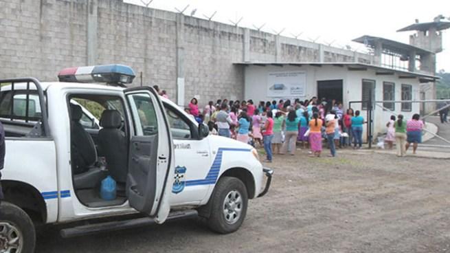 PNC reporta muerte de tres reos del penal de Izalco por causas naturales