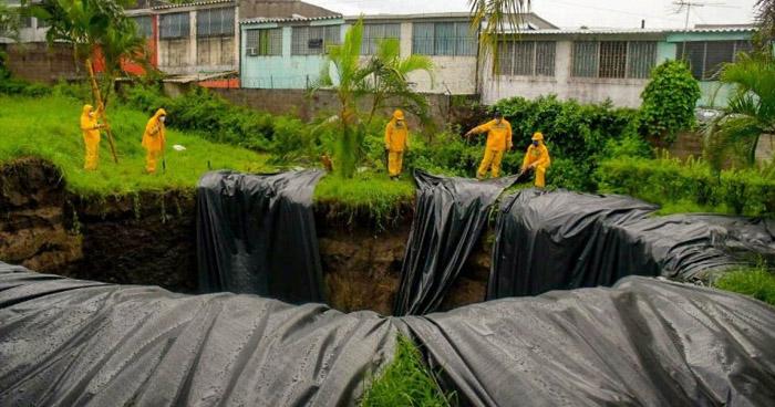 """Autorizan a fabricas y distribuidores de plástico para funcionar y atender emergencia por Tormenta """"Amanda"""""""