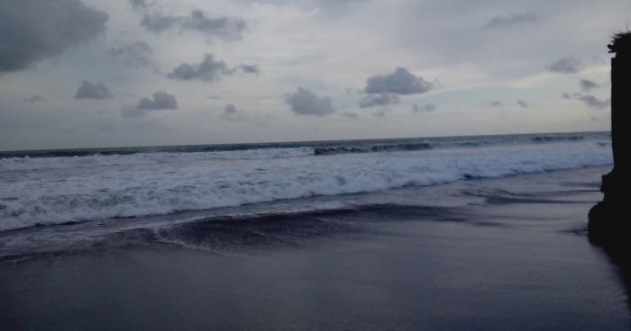 Dos personas desaparecieron tras ser arrastrados por una corriente en la Playa El Majahual