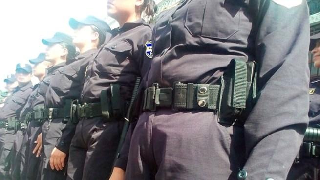 Capturan a mujer policía por pasar objetos ilícitos a reos de bartolinas
