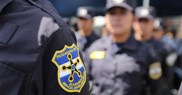 Policía detenida por matar a un hombre que intentó violarla recobró su libertad