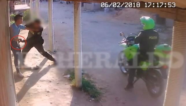 Policía mata a un joven colombiano que lo amenazó con un cuchillo tras robar una gaseosa