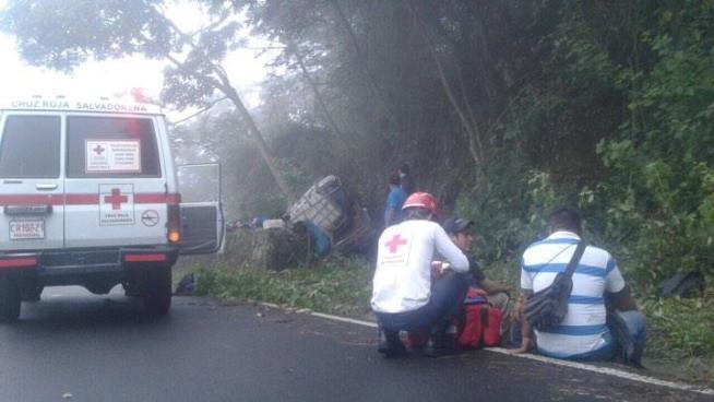 Accidente de transito deja al menos 11 personas lesionadas en Santa Tecla