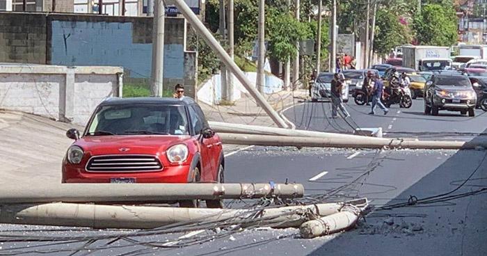 Habilitan parcialmente el tránsito en tramo del Bulevar Los Próceres bloqueado por derribo de postes