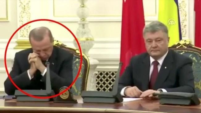 VÍDEO   Presidente de Turquía se queda dormido en plena conferencia de prensa