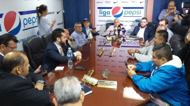Primera División decide restablecer sus relaciones con Fesfut y Lisandro Pohl renuncia