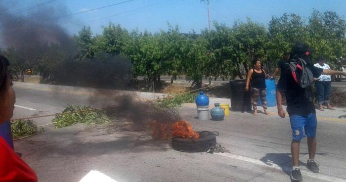 Bloqueo en acción de protesta en carretera de Oro, a la altura de residencial Altavista