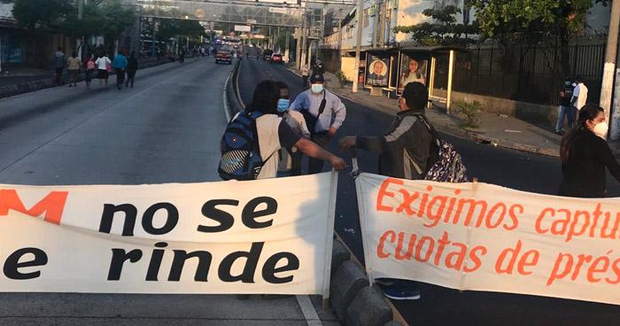 ASTRAM bloquean alameda Juan Pablo II en protesta contra la Alcaldía de San Salvador