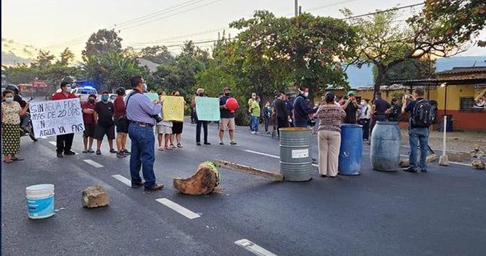 Protestaron por la falta de agua potable por más de 20 días