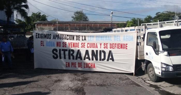Sindicalistas de ANDA piden al Gobierno de Nayib Bukele investigar irregulares en la actual administración