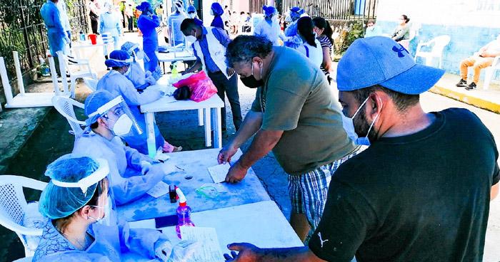 Realizan pruebas para detectar COVID-19 en Jujutla, Ahuachapán