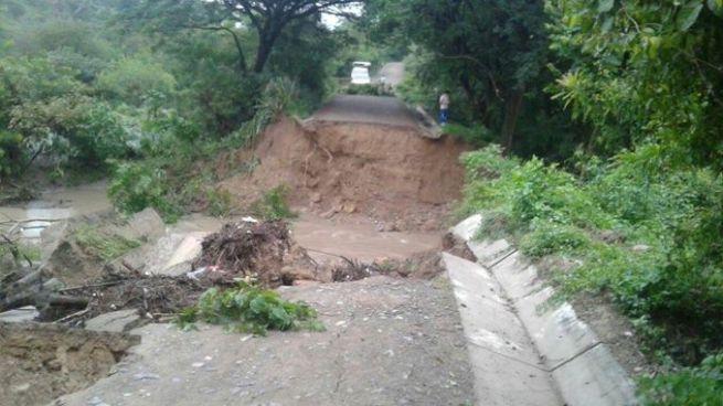 Tras fuertes lluvias colapsa el puente Altina en Jutiapa, Cabañas