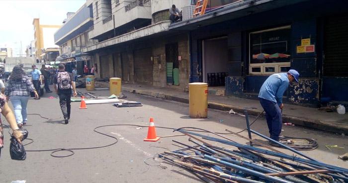 Desmontan puestos de venta informales de Avenida Monseñor Romero, San Salvador