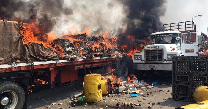 Guardia Nacional Bolivariana detona bombas y quema camiones con ayuda humanitaria