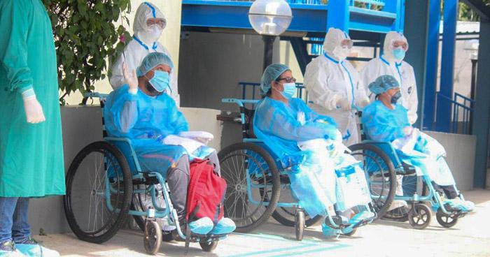 Cinco pacientes más recuperados de COVID-19 reciben el alta del Hospital San Rafael