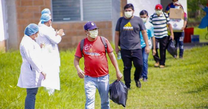Dan de alta a 25 pacientes recuperados de COVID-19 en San Vicente