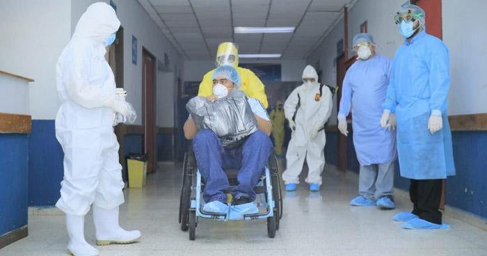 Dan de alta a tres pacientes que se recuperaron de COVID-19