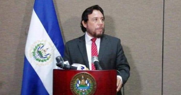 Gobierno analiza reformar la Constitución de la República para ordenar el marco jurídico