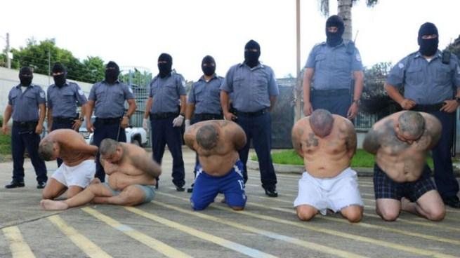 Trasladan a reos de bartolinas en San Vicente hacia un centro penal de San Miguel