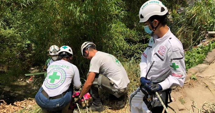 Hombre muere al caer a un barranco en Mejicanos