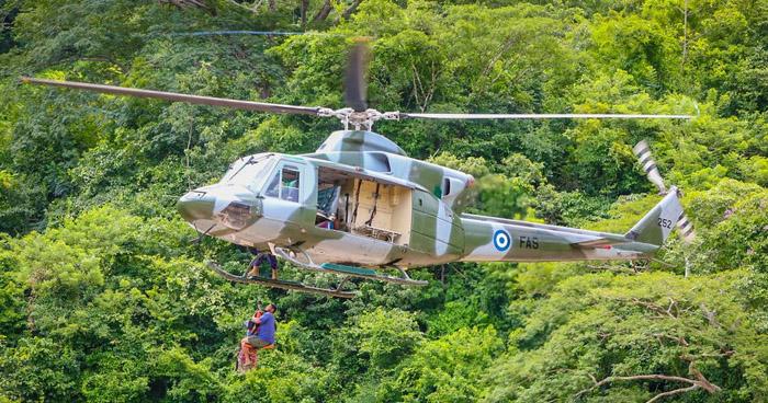 Rescatan a cuatro personas atrapadas en un islote en el río Lempa
