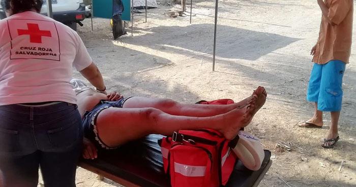 Rescatan a 12 personas tras vuelco de una lancha en playa El Espino