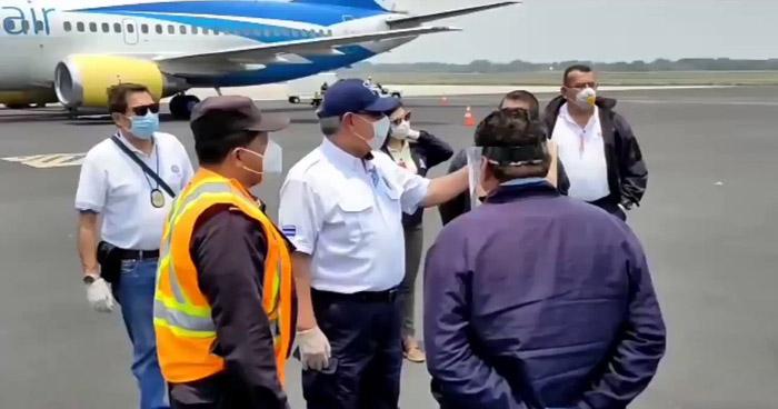 Más de 100 salvadoreños retornan de Estados Unidos