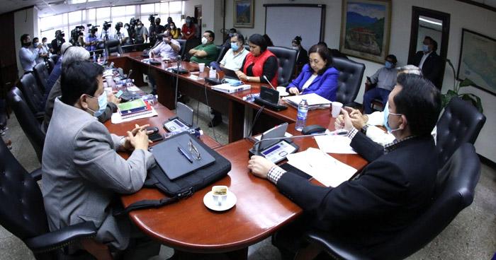 Gobierno y Diputados no consiguen acordar lugar para dialogar