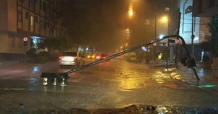 """Torrenciales lluvias en Río de Janeiro dejan tres muertos y """"estado de crisis"""""""