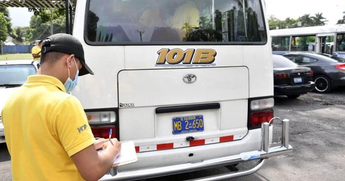 Multan a motorista de la Ruta 101-B captado cuando realizaba giro indebido
