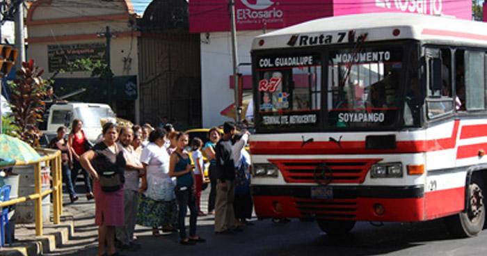 Autobuses de la ruta 7, en paro de labores por el homicidio de un empleado de la ruta