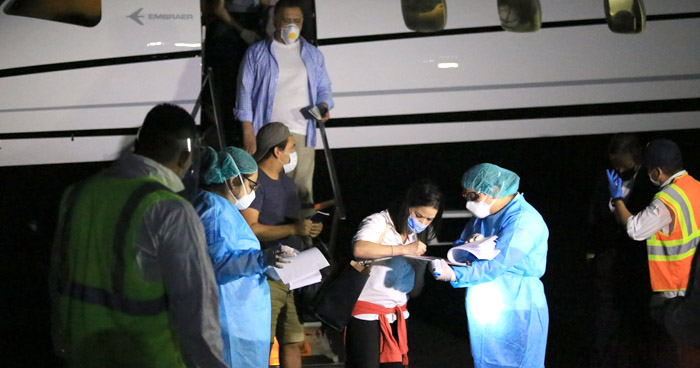 Retornan salvadoreños que permanecían varados en Barbados