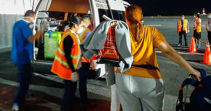 Ponen en cuarentena a salvadoreños procedentes de España
