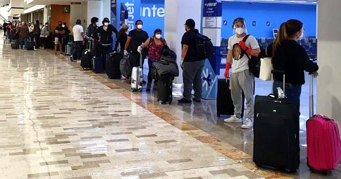 Retorna otro grupo de salvadoreños que permanecían varados en México