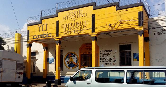 Reo del penal de San Miguel muere tras ser asfixiado por compañeros de celda