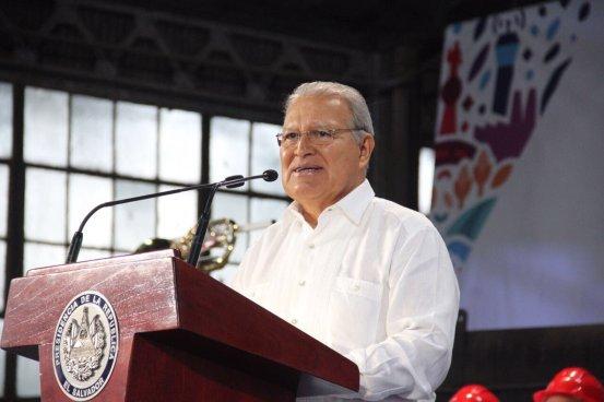 Presidente pide a ciudadanos que se movilicen a la Asamblea para que se aprueben préstamos