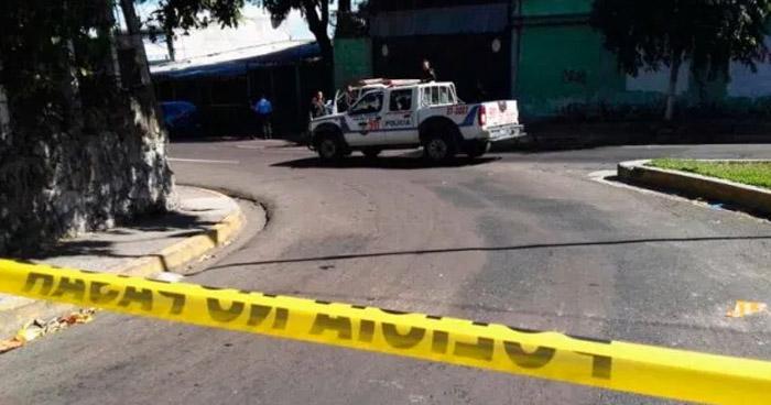 Encuentran cadáver de hombre en parque Juan José Cañas en San Jacinto - Solo Noticias El Salvador