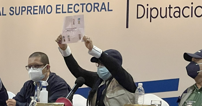 Mauricio Vilanova gana la alcaldía de San José Guayabal por dos votos