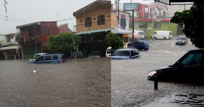 Calles de Santa Tecla inundadas tras la lluvia de esta tarde