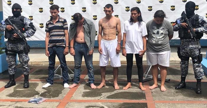 Capturan a pandilleras cuando recogían extorsión en Santa Ana