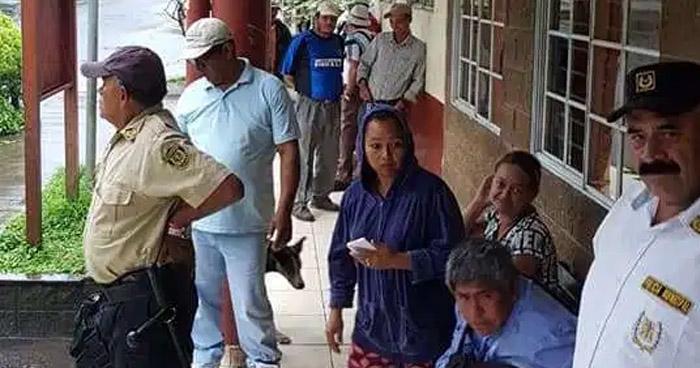 Trabajadores de la alcaldía de Santiago de María denuncian impago de salarios