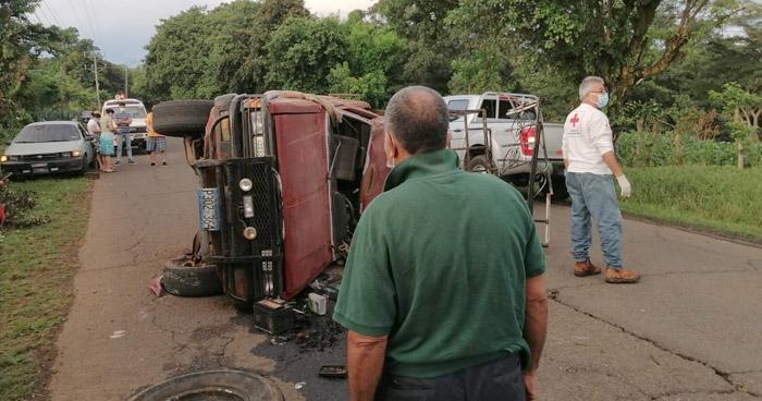 Dos lesionados tras choque en carretera de Santiago de María, Usulután