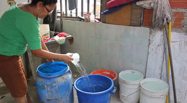 Pobladores de Mejicanos denuncian la falta del servicio de agua potable
