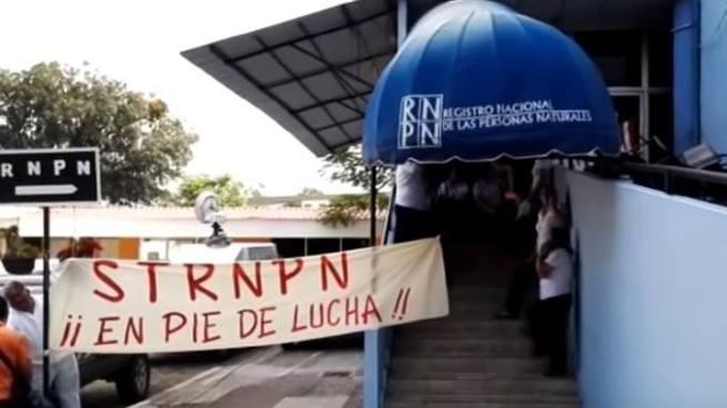Empleados del RNPN denuncian que Presidenta decomisa celulares dentro de la institución
