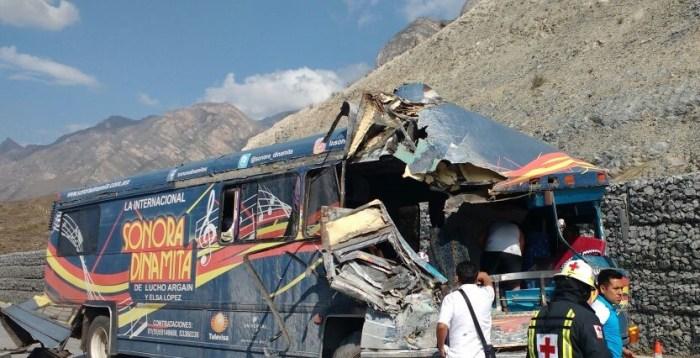 Autobús de la Sonora Dinamita sufre accidente  de tránsito en Monterrey