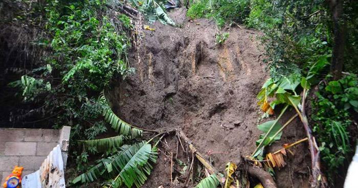 Persona soterrada en comunidad de Soyapango