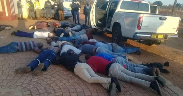5 muertos y 30 detenidos tras ataque en una iglesia en Sudáfrica